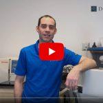 Dans ce vidéo, nos techniciens vous expliquent les différences entre l'eau distillée et l'eau minérale. Vous comprendrez donc l'importance d'utiliser de l'eau distillée dans les appareils dentaires et les autoclaves.